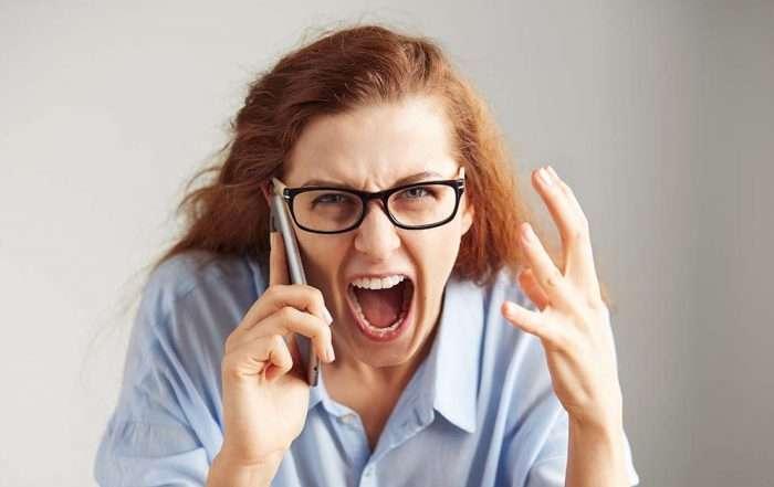 Boze klanten aan de telefoon